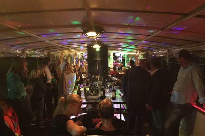Buffet op partyschip Stad Dockum