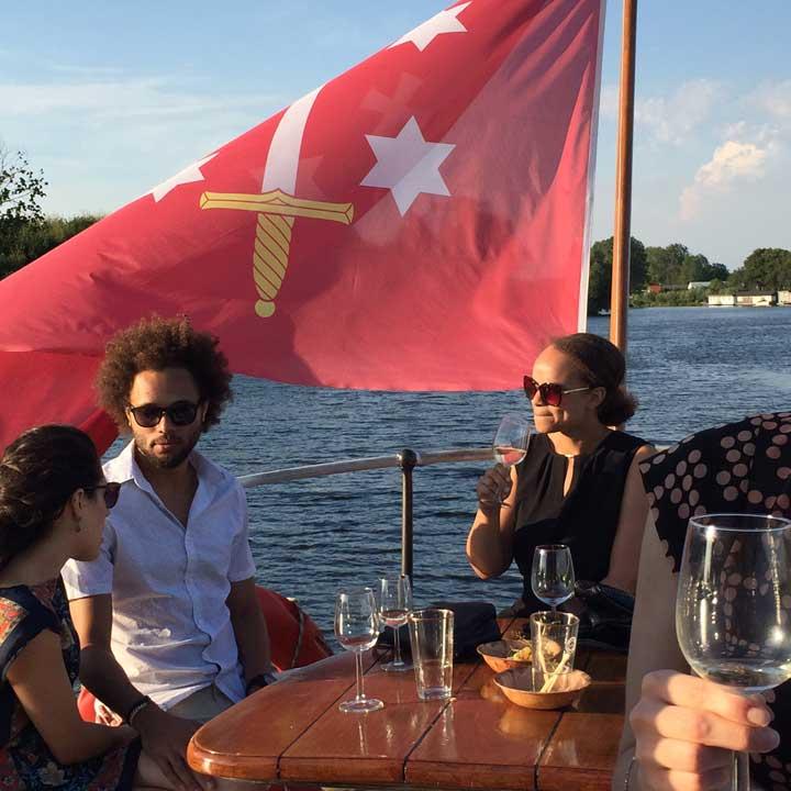 Gezellig op partyschip Stad Dockum